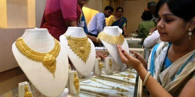 Gold and silver market illuminated on Dhanteras, sales of coins increased